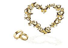Mariposa en corazón de la forma y anillo de bodas Imagen de archivo