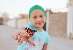 Mariposa en el dedo Fotografía de archivo libre de regalías