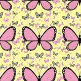 Mariposa rosada grande rodeada por el pequeño butterflie multicolor Imagenes de archivo