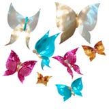 Mariposas y corazones lindos bajo la forma de gemas, nacaradas Fotos de archivo