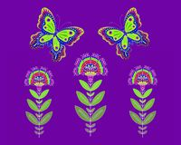 Mariposas y flores decorativas brillantes en fondo púrpura libre illustration