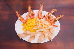 Marisco com batatas fritas e arroz Imagens de Stock