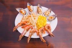Marisco com batatas fritas e arroz Fotografia de Stock