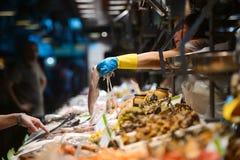Mariscos en el mercado de pescados Imagen de archivo