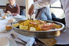 Mariscos españoles tradicionales de la paella Foto de archivo