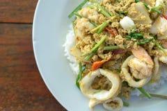 Mariscos sofritos tailandeses del curry Imágenes de archivo libres de regalías