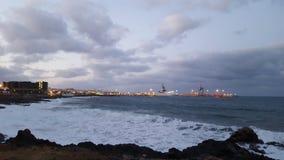 Maritima Puerto del Rosario de Avenida anochecer imagens de stock