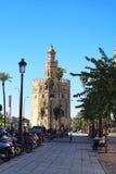 Maritimt museum i det guld- tornet på bankerna av floden Guadalquivir i Seville Spanien arkivfoto