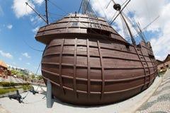 Maritimt museum i form av en skepp fotograferad fisheye fotografering för bildbyråer