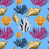 maritimt tema för sömlös modell med skalkoraller på en blå bakgrund arkivbilder