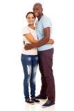 Marito africano che abbraccia moglie fotografia stock libera da diritti
