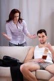 Marito che trascura la sua moglie immagine stock libera da diritti