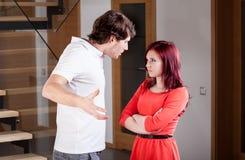 Marito che urla alla moglie immagini stock libere da diritti