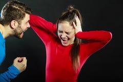 Marito dell'uomo che abusa la moglie della donna violenza immagine stock libera da diritti