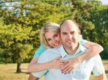 Marito e moglie sul parco fotografie stock libere da diritti