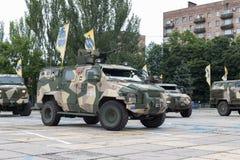 Mariupol, Украина 12-ое июня 2016 парад предназначенный к второй годовщине высвобождения города Mariupol Стоковая Фотография