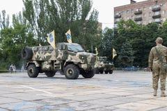Mariupol, Украина 12-ое июня 2016 парад предназначенный к второй годовщине высвобождения города Mariupol Стоковая Фотография RF