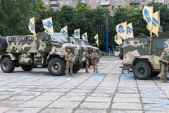 Mariupol, Украина 12-ое июня 2016 парад предназначенный к второй годовщине высвобождения города Mariupol Стоковые Изображения