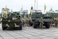 Mariupol, de Oekraïne 12 Juni 2016 de parade gewijd aan de tweede verjaardag van de bevrijding van de stad van Mariupol Stock Fotografie