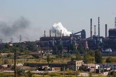 MARIUPOL, UCRÂNIA - 5 DE SETEMBRO DE 2016: Fundições de ferro e de aço de Azovstal Fotos de Stock