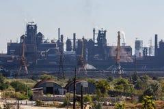 MARIUPOL, UCRÂNIA - 5 DE SETEMBRO DE 2016: Fundições de ferro e de aço de Azovstal Fotografia de Stock