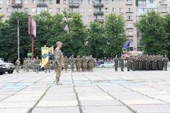 Mariupol, Ucraina 12 giugno 2016 la parata dedicata al secondo anniversario della liberazione della città di Mariupol fotografia stock