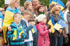Mariupol, Ucraina - può, 03 2015 la riunione pubblica per la smilitarizzazione di Shirokino fotografia stock