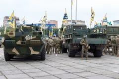 Mariupol, Ukraina Czerwiec 12 2016 parada dedykująca drugi rocznica wyzwolenie miasto Mariupol Fotografia Stock
