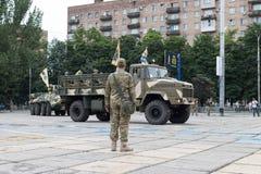 Mariupol, Ukraina Czerwiec 12 2016 parada dedykująca drugi rocznica wyzwolenie miasto Mariupol Zdjęcia Royalty Free
