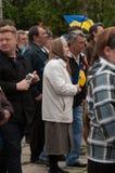 Mariupol Ukraina -, May 03 2015 det offentliga mötet för demilitariseringen av Shirokino Arkivfoton