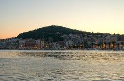 Marjan parkerar i splittring, Kroatien på aftonen fotografering för bildbyråer