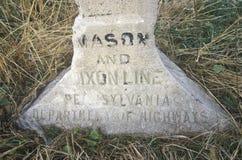 Markör på den Mason Dixon linjen som avskiljer North från söder under inbördeskrig på Pennsylvania och Maryland fotografering för bildbyråer