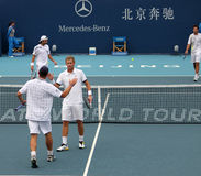 Mark Knowles και Andy Roddick γιορτάζουν τη νίκη Στοκ Εικόνες