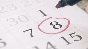 Mark na eighth 8 dniu miesiąc w kalendarzu, w górę zdjęcie wideo
