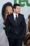 Mark Wahlberg llega   imagen de archivo libre de regalías