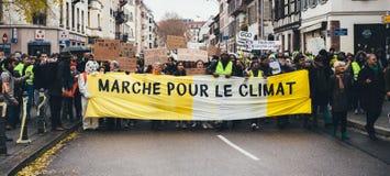 Marken gießen Marsch-Protestdemonstration Le Climat auf französischem stre lizenzfreie stockfotos