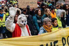 Marken gießen Marsch-Protestdemonstration Le Climat auf französischem stre stockbild