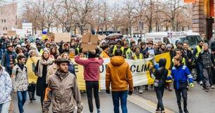 Marken gießen Marsch-Protestdemonstration Le Climat auf französischem stre lizenzfreies stockfoto