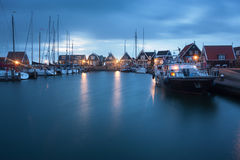 Marken på skymning i Holland Arkivbilder