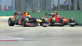 Markera Webber omkörningCharles Pic på F1 Singapore Arkivfoto