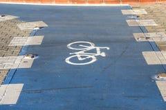 Markering på cykelgränden arkivbild