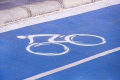 Markering på cykelgränden royaltyfria foton