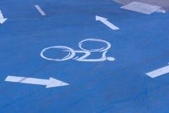 Markering på cykelgränden arkivbilder