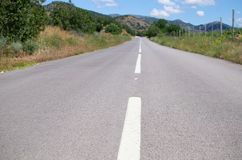 Markering p? asfalt arkivfoto