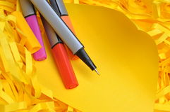 Markers with sticky note on shredded paper Royalty Free Stock Photography