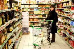 Market 584. A young woman in a supermarket Royalty Free Stock Images