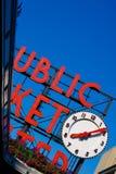 market den offentliga signboarden Arkivfoton