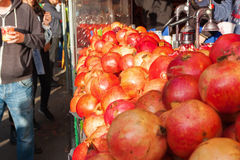 Market stall with pomegranate juice Royalty Free Stock Images