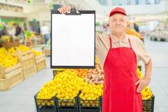 Market vendor holding clipboard in a supermarket Royalty Free Stock Photos