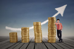 Marketing agent and rising gold coins chart Stock Images